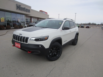 2019 Jeep Cherokee Trailhawk Elite at Hinton Dodge Chrysler in Perth, Ontario